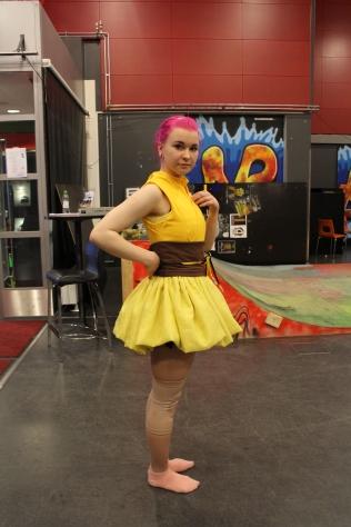 Pikachu-asu alkaa olla aika lähellä jo lopullista versiotaan. Puku Neeneen päällä.